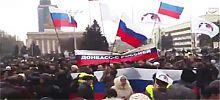 российские флаги в Донецке