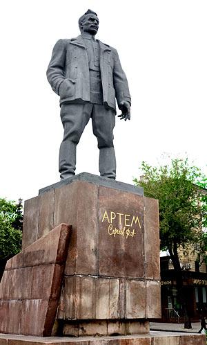 памятник Артёму - первому руководителю Донецкой республики